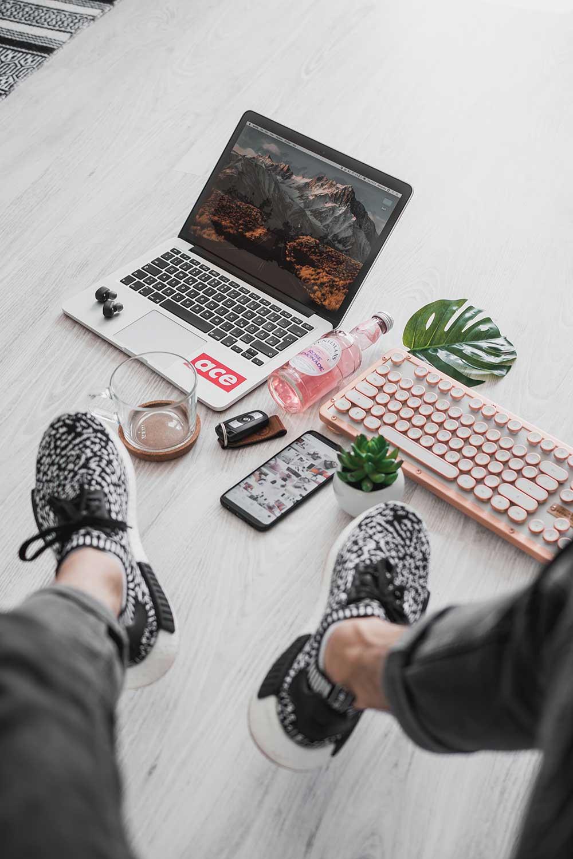 Tech Flat Lay Men's Lifestyle